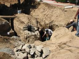 Colocando la tubería del drenaje: 24/04/2013