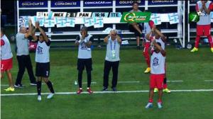 Aplauden al árbitro