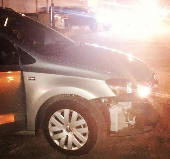 20:40 hrs / Cabo San Lucas, BCS.- Choque en López Mateos y Abasolo, entre Volkswagen sedan gris y pickup Silverado negra, sin heridos, solo daños en los vehículos.