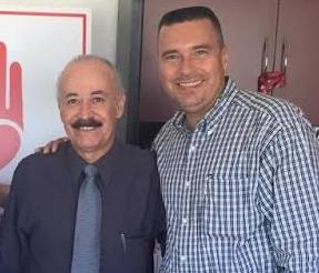 El secretario de Desarrollo Social, José Luis Pérpuli Drew (a la derecha) abrazando a Arturo Torres Santillán, anunció de su reciente visita a la ciudad de Culiacán, Sinaloa.
