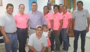 Pelayo en reunión con grupo Activo del poblado de Villa Morelos