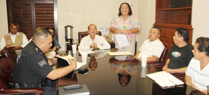 Reunión de un Funcionario de Los Cabos con los representantes de los Clubes Gallísticos de San José del Cabo