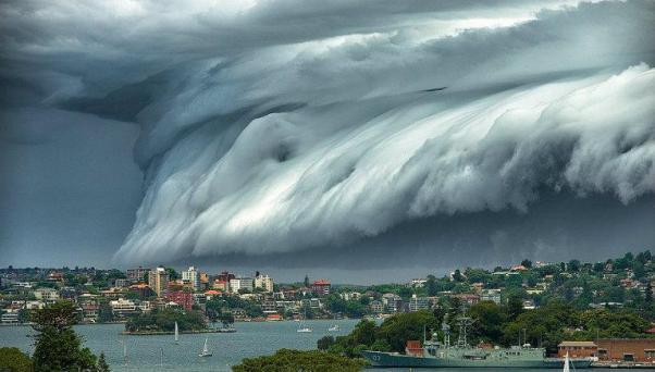 nube-tsunami-australia2
