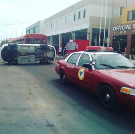 Simulacro de accidente frente al edificio céntrico de los Bomberos de Cabo San Lucas