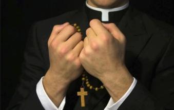 sacerdote-catolico